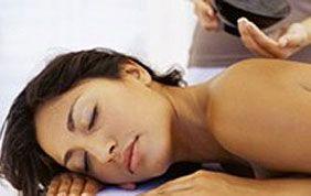 Découvrez tous les massages d'Aspria Arts-Loi ici !