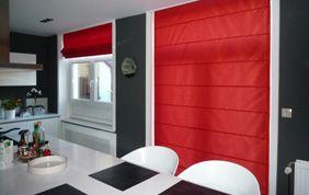 Store rouge plissé