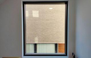 Fenêtre en alu et store enrouleur