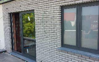 porte et fenêtre en bois