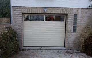 porte de garage avec fenetres