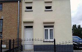 maison 2 étages avec volets enrouleurs