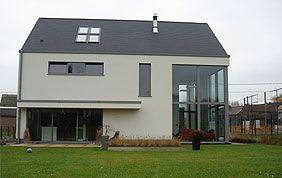 maison moderne avec menuiseries extérieures en alu