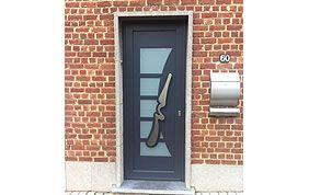 porte d'entrée bleu foncé
