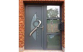 Porte d'entrée avec vitre et poignée originale