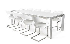 Table blanche avec 8 chaises blanches design