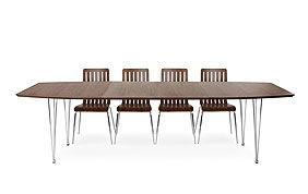 Table de 4 chaises brunes aux pieds blancs