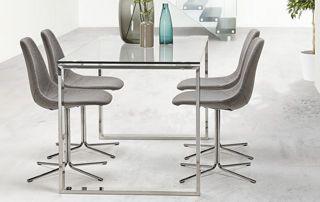 table en verre avec 4 chaises grises avec pieds en métal