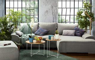 grand canapé gris avec pouf