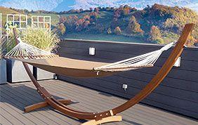 hamac en bois sur terrasse