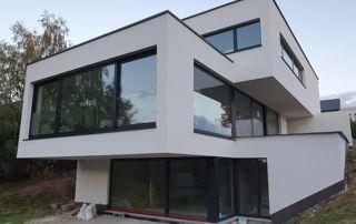 maison avec menuiseries extérieures en alu