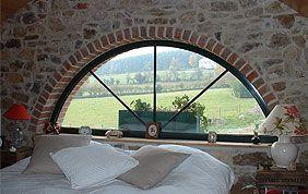 Fenêtre en demi-cercle