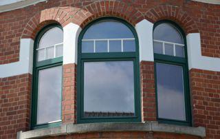 fenêtre en bois peintes en vert