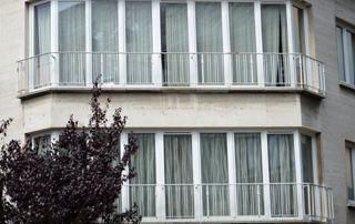 profilés en PVC sur grandes fenêtres