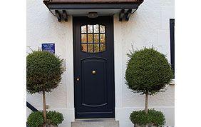 porte d'entrée avec fenêtre