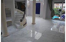 Hall d'entrée fraîchement nettoyé