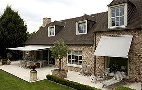 Banne solaire couvrant une jolie terrasse