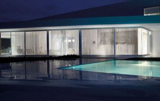 belle villa avec piscine et baie vitrée