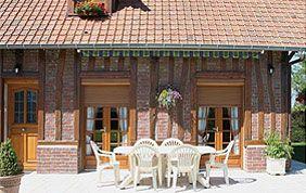 jolie maison avec menuiseries extérieures en bois