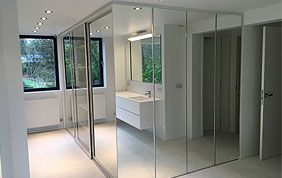 salle de bain avec meuble assortis