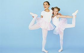 2 fillettes faisant de la danse classique