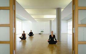 cours de yoga ambiance zen