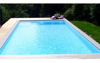 piscine extérieure avec liner blanc