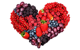 Fruits rouges qui forment un coeur