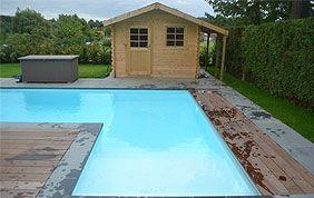 piscine en angle devant pool house en bois