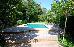 piscine dans jardin