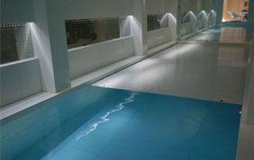 volets sur piscine intérieure