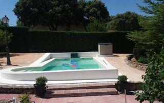 bassinn extérieur avec bouée