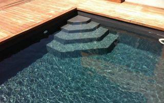 escalier en angle dans bassin