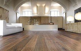 plancher en bois dans salon