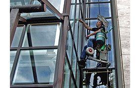 Nettoyage de fenêtres en hauteur