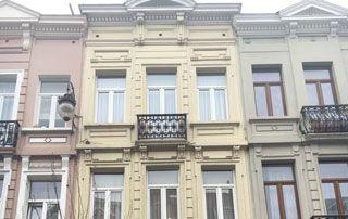 façade jaune maison de maître