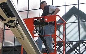 Nacelle élévatrice pour le nettoyage de vitres
