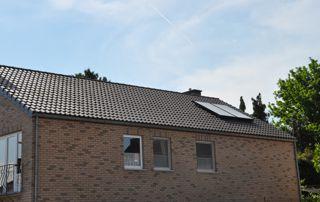 toiture en tuiles avec panneaux solaires