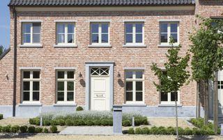 maison avec porte et fenêtres en PVC