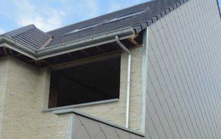 maison avec toiture et bardage en ardoise