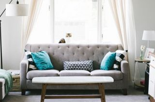 Canapé et rideaux