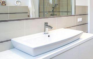 installation lavabo de salle de bain