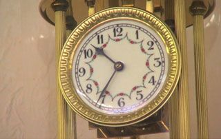horloge dorée vide grenier brocante