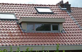 fenêtre sur toiture en tuiles
