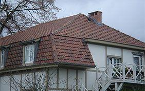 maison avec toit en tuiles à rénover