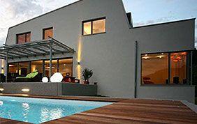 maison de prestige avec piscine et menuiseries extérieures bois