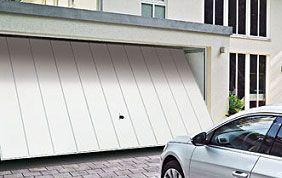 porte de garage en PVC blanc