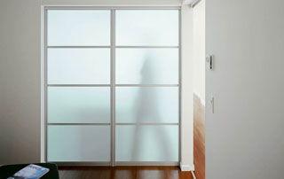 armoire coulissante en verre opaque
