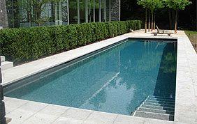 piscine extérieur en dur avec escalier