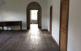 menuiseries intérieures : portes en bois, plancher...